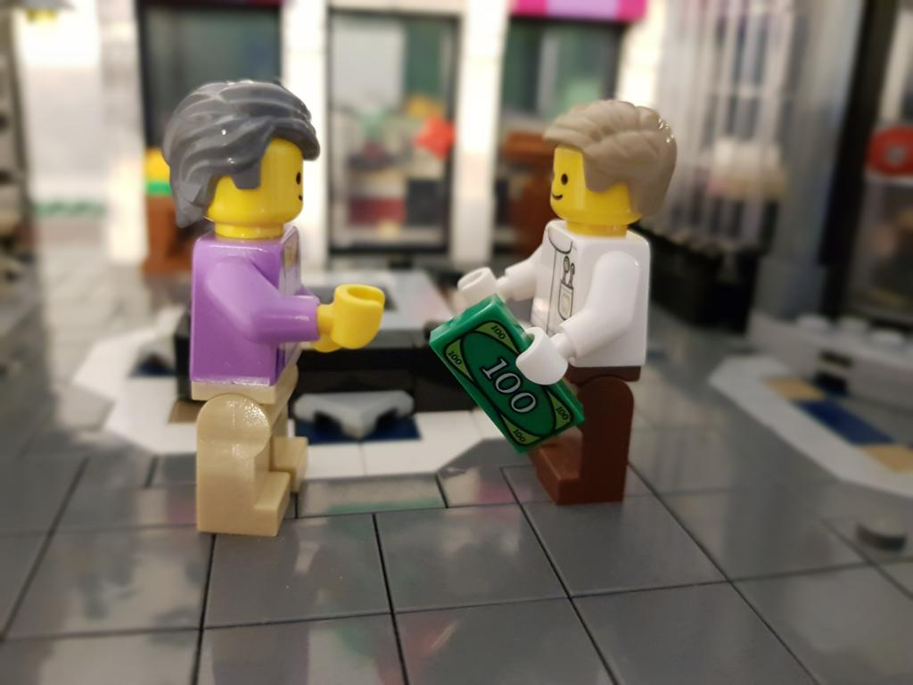 Lego Minifiguren tauschen Geld aus. Mit Lego Reselling Geld verdienen.