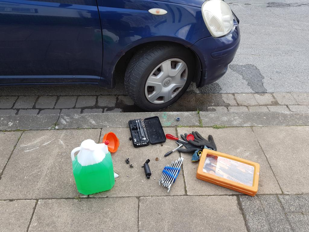 Waschwasserpumpe am Auto austauschen – Selbst gemacht, viel gespart