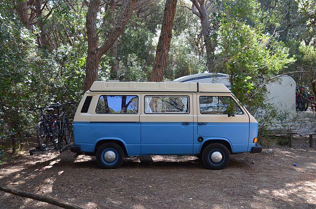 Der VW T3 Bulli könnte von einem großzügigen Schenker finanziert werden. Günstige Modelle gibt es schon ab 10.000€.
